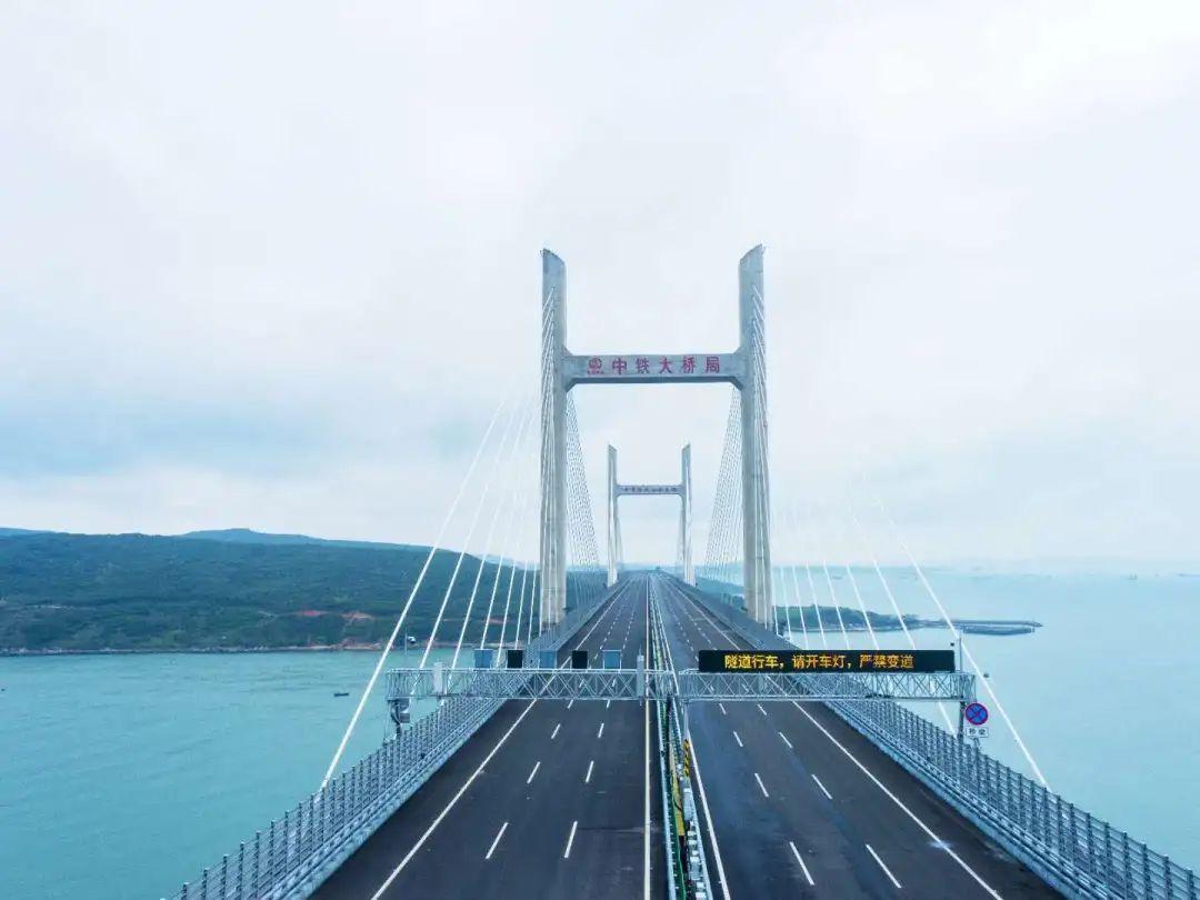 福建平潭海峡公铁两用大桥公路面试通车图片