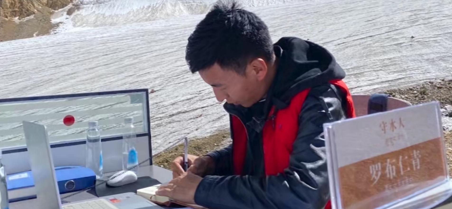6100米冰川上办公位的主人:我不孤独,要对用水的人负责图片