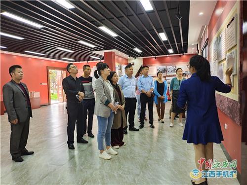 上栗县长平乡卫生院到高自立廉洁自律教育基地参观学习(图)