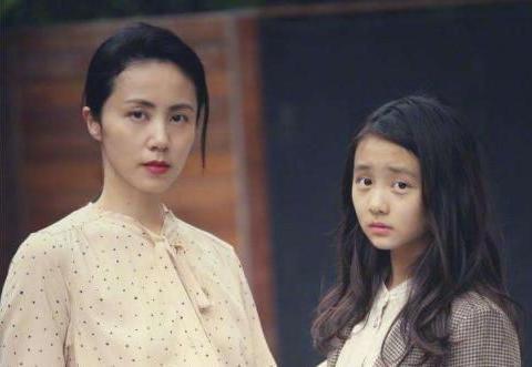 黄磊晒14岁多多近照,第一眼还以为是孙莉,完美复制妈妈的高颜值