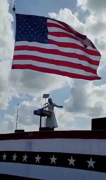美国总统特朗普女儿伊万卡在佛罗里达州为父亲竞选总统拉选票……