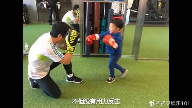 吴所谓学拳击力气大,谢楠儿子不停攻击爸爸,吴京跪地上用手护脸