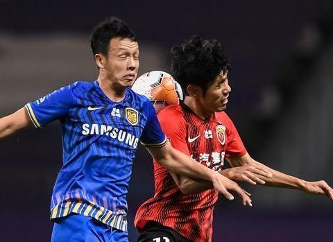 上港对阵苏宁的天王山之战,吕文君差点就斩获本赛季中超首球