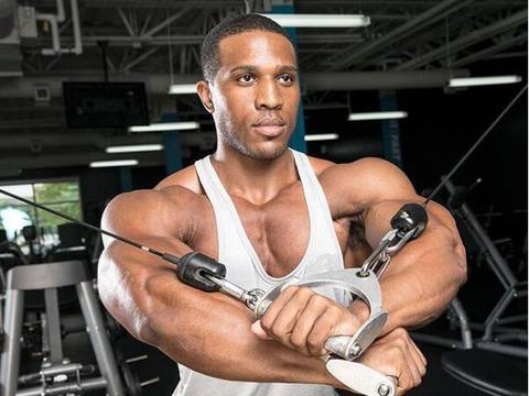 肩部塑形,6个动作,虐遍三角肌,帮你练出饱满双肩,穿衣更有型