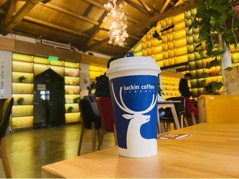 瑞幸北交大红果园店开业:你要的咖啡奶茶,小蓝杯都承包了