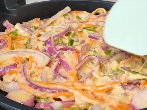 天冷了,洋葱的这个做法火了,加两个鸡蛋,简单一做,比肉还香