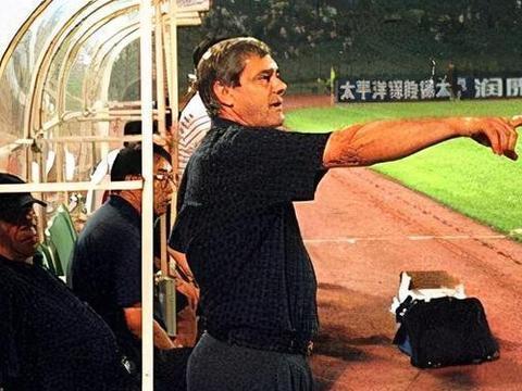 中超:李霄鹏离任鲁能主帅一职后,能如媒体所愿成为别队主帅吗?