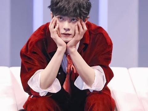 明星穿自己的应援色,肖战可爱,王俊凯清新,王一博不愧运动少年
