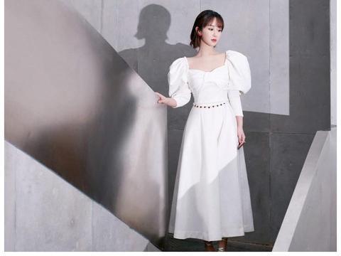 杨紫穿白泡泡袖长裙超级好看,穿白色连衣裙,超级有女神范儿