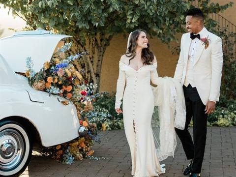 麦科勒姆秀出结婚照 球迷:期待他下赛季挑战勇士队