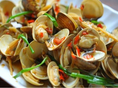 美食精选:黄豆酱炒花蛤、茭白肉丝、蒜香虾仁炒饭