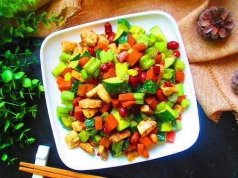 美食精选:五彩时蔬、蒜蓉丝瓜粉丝煲、红烧牛筋