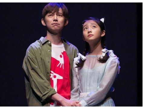黄磊发14岁女儿近照,第一眼还以为是孙莉,多多与何炅身高差惹眼