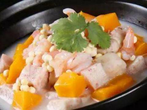家常美食:拔丝香蕉,虾仁芋头煲,绿豆芽炒红萝卜
