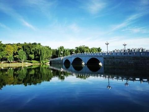 北京有一座古老的公园,独具诗意风韵满满,它的建立也很机缘巧合