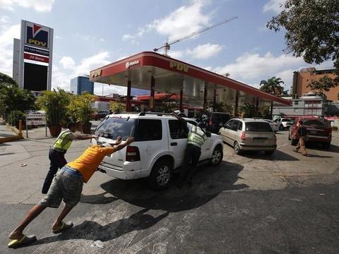 强盗行径!伊朗110万桶汽油被非法出售,美国获利4000万美元