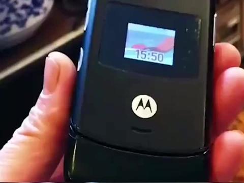 摩托罗拉的巅峰之作,掀起了全球手机超薄的风暴,这是一代经典啊
