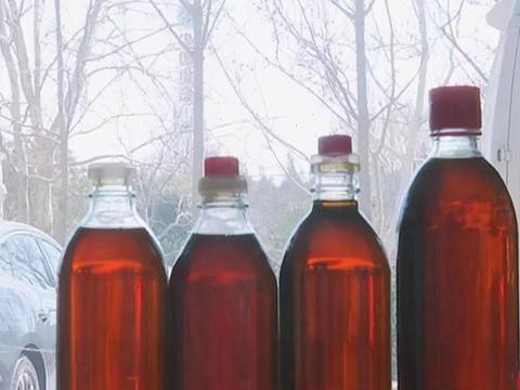 """这种""""假香油""""很多人在吃,辨别香油的3个技巧,一碗清水现原形"""