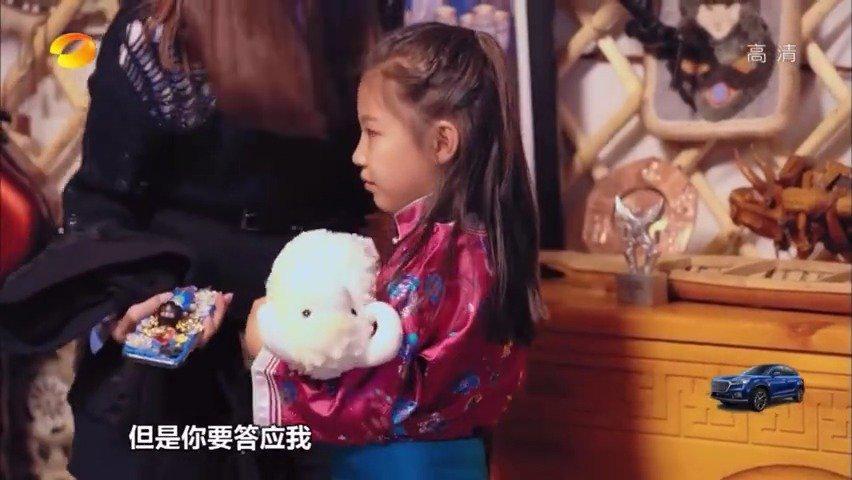 吴宣仪去内蒙古自驾游,分别时对小女孩说我把电话号码给你……
