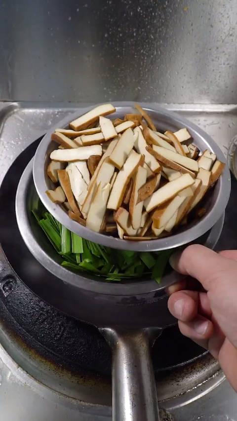 韭菜香干炒肉沫,这样做怎么样?
