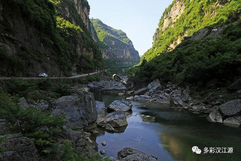 在位于巴山东南角的毛坝河镇,与四川旺苍比邻……