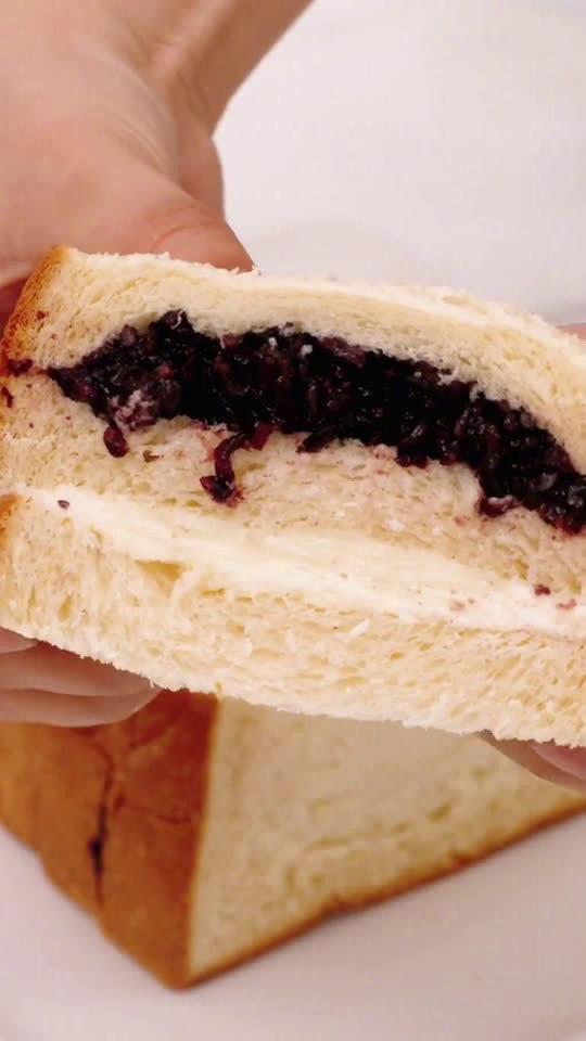 吃是求生第一本能 用吐司代替面包做两个奶酪包,一个今晚吃,一