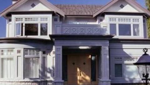 刘诗诗和吴奇隆的豪宅:浴缸对着三面窗户,卫生间设计有点大胆了