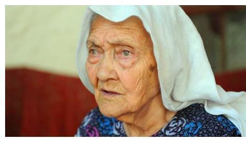她是新疆第一寿星,出生于光绪12年,比蒋介石还大一岁,现134岁