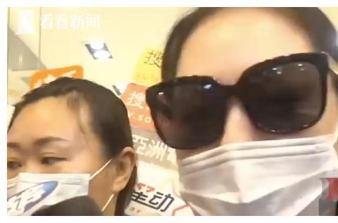 小S冒雨吊唁好友刘真:看到那些画面感觉她还在