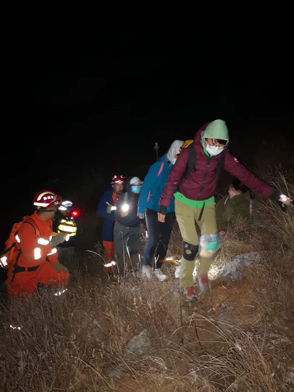 13名驴友被困北京灵山,30多人连夜搜山7小时后找到被困者图片