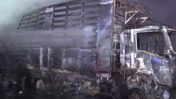 泰国一油罐车与卡车相撞发生爆炸,多人受伤