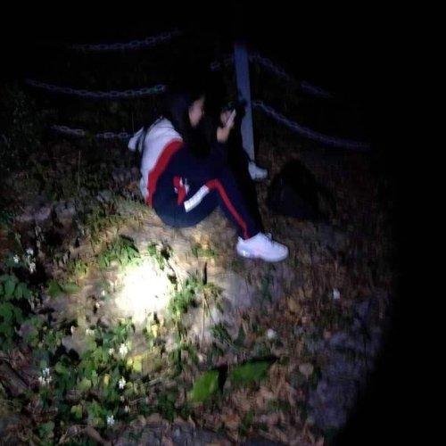 抑郁症少女欲寻短见 白云警方悬崖边救援