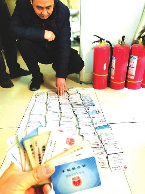 甘肃省人民医院里上千件失物等待认领 这些丢失的证件有你的吗?