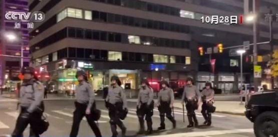 """抗议引发费城宵禁 """"系统性种族歧视""""困扰美国"""
