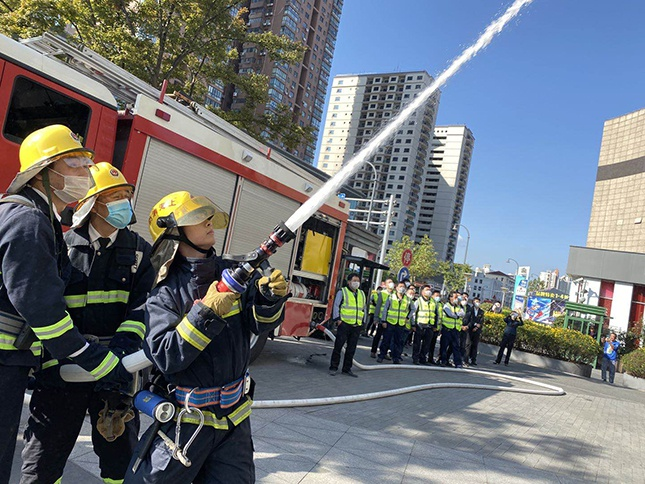 迎进博,保平安,长宁区开展人员密集场所大型消防疏散演练
