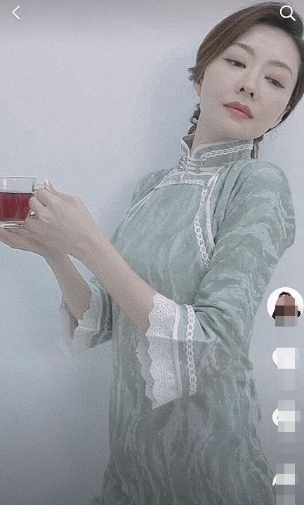 熊黛林穿旗袍展曼妙身姿端庄典雅贵气十足
