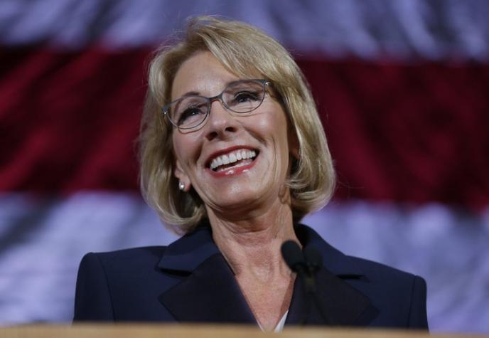 美教育部长任内被起诉近500次 平均每3天一场官司