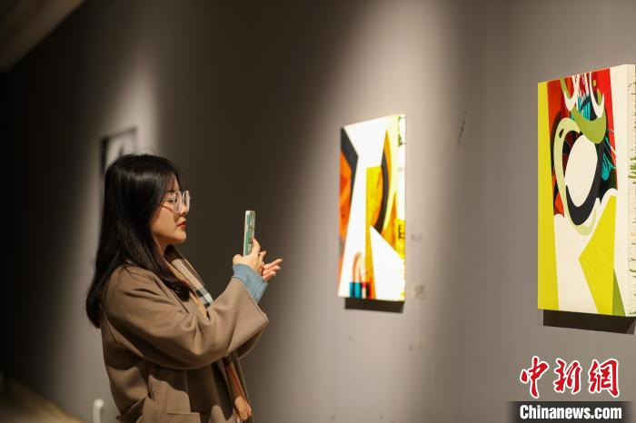 """""""公诸同好:格拉斯哥当代艺术展"""" 在沈阳举办"""