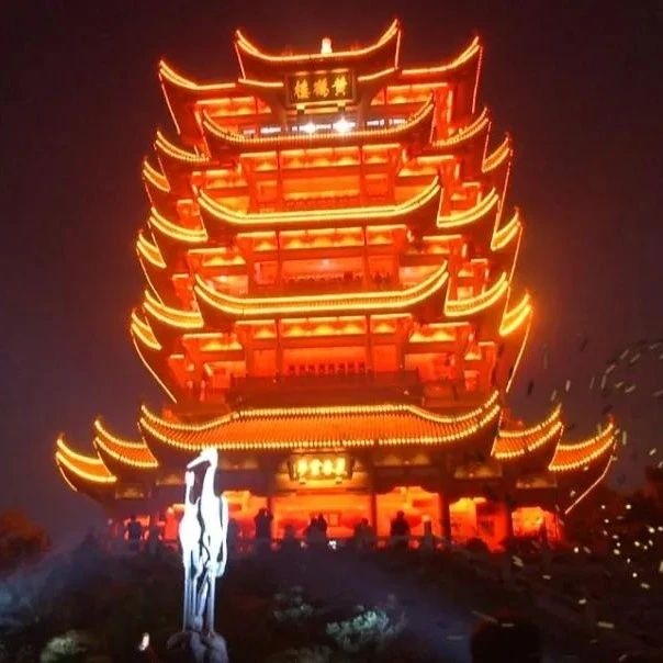 打卡新玩法!武汉夜游景点给你不一样的体验