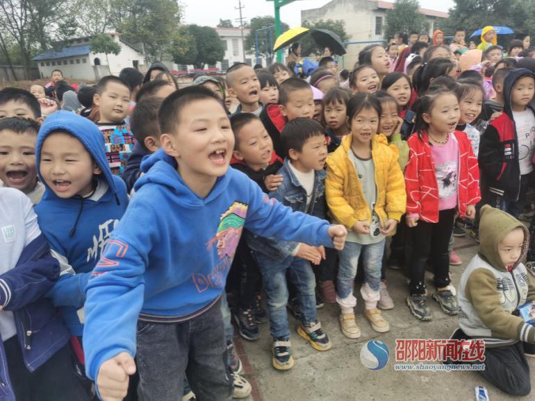 武冈市迎春亭头堂九年制学校举行秋季跳绳比赛