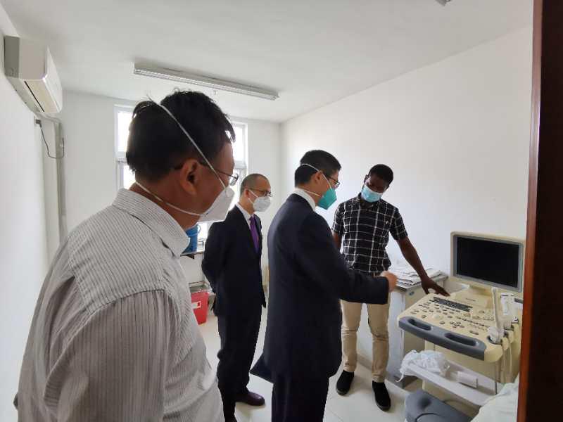 中国(湖南)第18批援津巴布韦医疗队参观中津友好医院