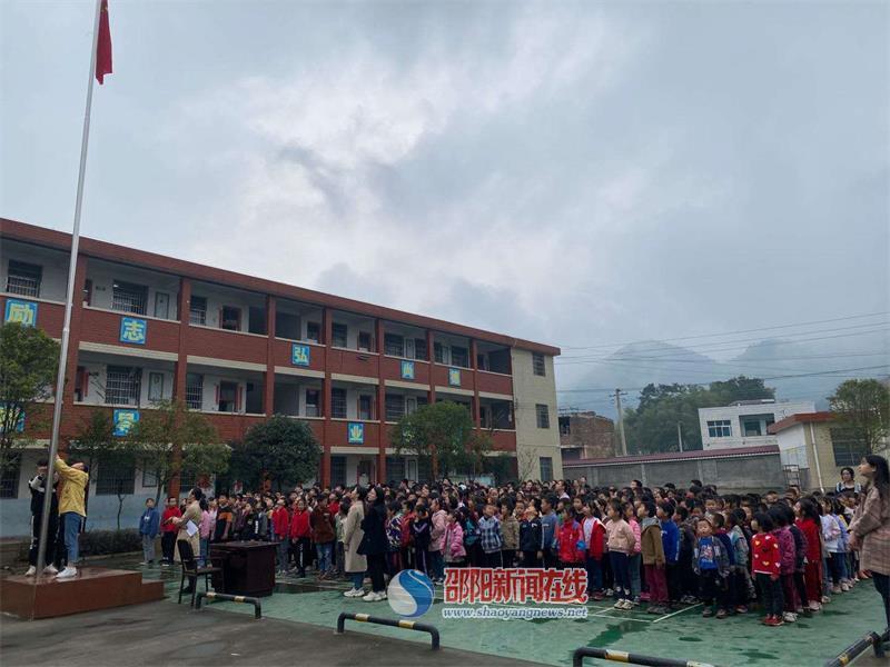 武冈市邓家铺镇黄塘中学召开第一次月考总结暨表彰大会