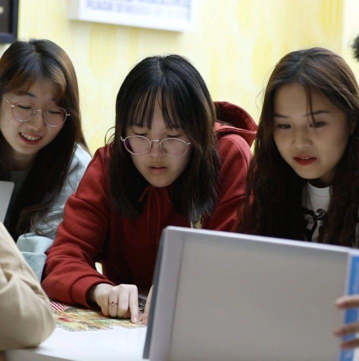 疫情当下、签证收紧…… 中国学霸的赴美留学之路几经坎坷