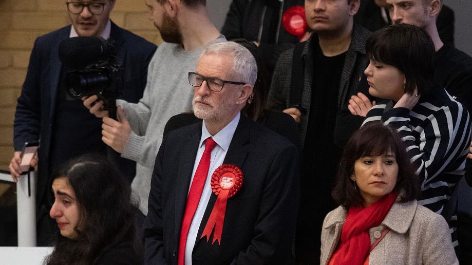 英国前工党领袖杰米·科尔宾被停职
