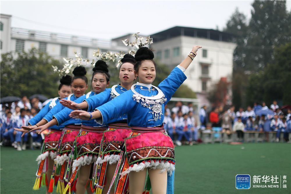 """贵州丹寨非遗进校园 """"锦鸡""""舞起来"""