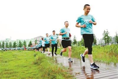 跑过风景,跑出健康,跑来快乐——章华:我在兰里跑马拉松