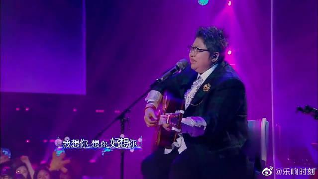 韩红的声音很美,但是莫文蔚赢在她有符合这首歌的独特的韵味……