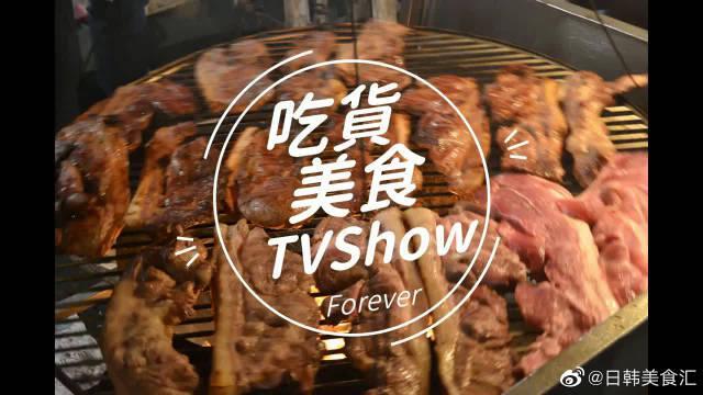 台湾街头各种美食,烤鸭卷饼花蛤汤盐焗虾都有,真的很诱人