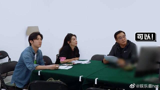 尔冬升指导黄奕演《回家的诱惑》……