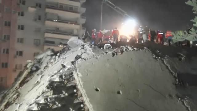 土耳其发生6.9级地震 央视记者第一时间探访重灾区